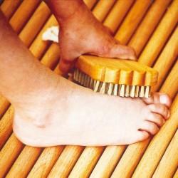 Cepillo de pies de madera