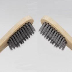Brosse à dents en bambou Boo avec poils de charbon actif